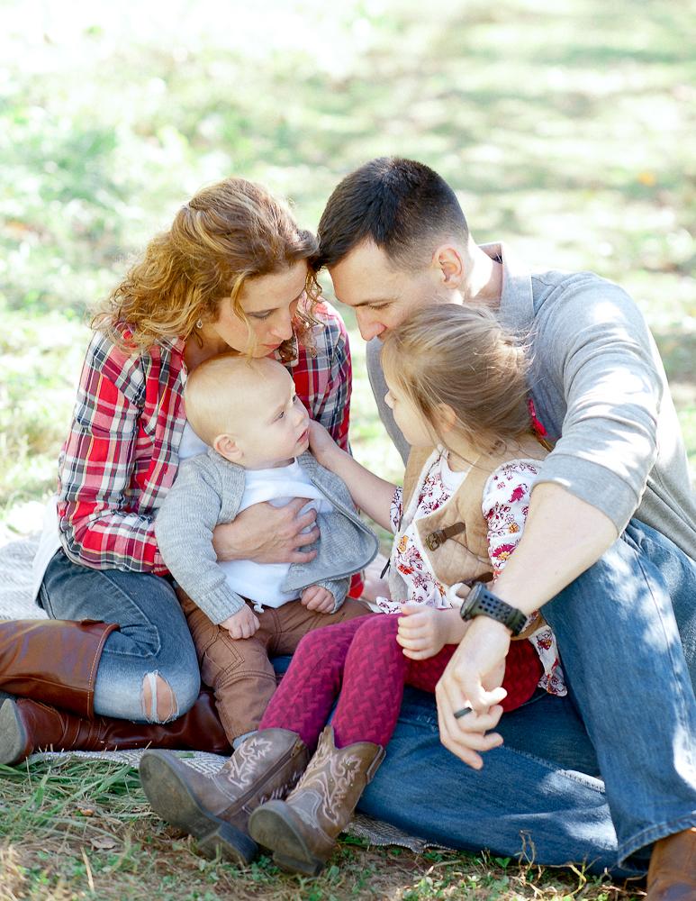 FamilyPhotos_FredericksburgPhotographer_youseephotography_JoyFamily (4).jpg
