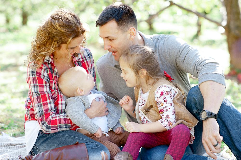 FamilyPhotos_FredericksburgPhotographer_youseephotography_JoyFamily (6).jpg
