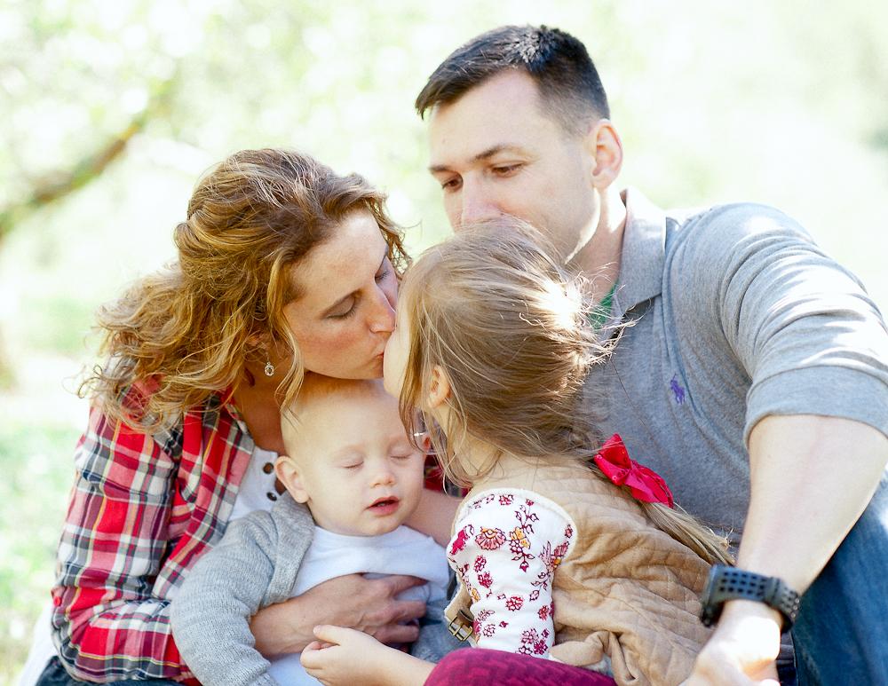FamilyPhotos_FredericksburgPhotographer_youseephotography_JoyFamily (7).jpg