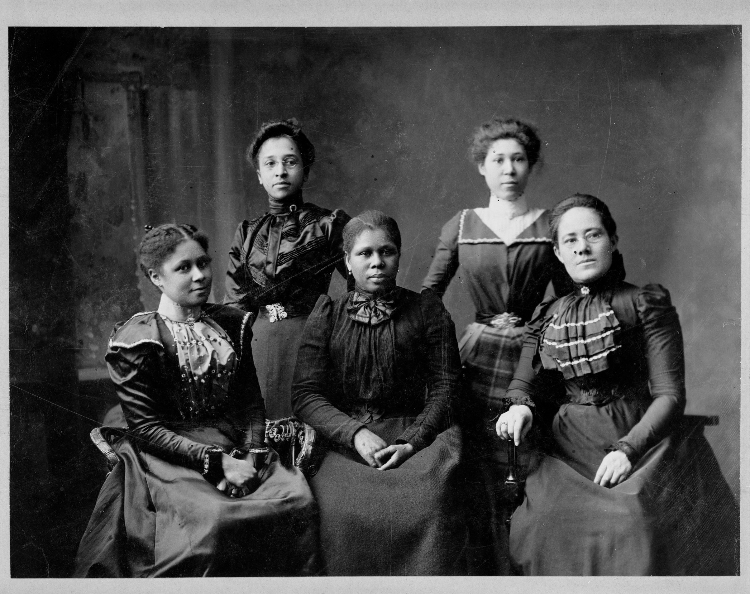 Five officers of the Women's League in Newport, Rhode Island, 1899. Library of Congress.