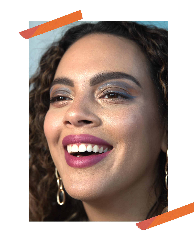 Gabi wears a matte Sephora lip stain in fuchsia