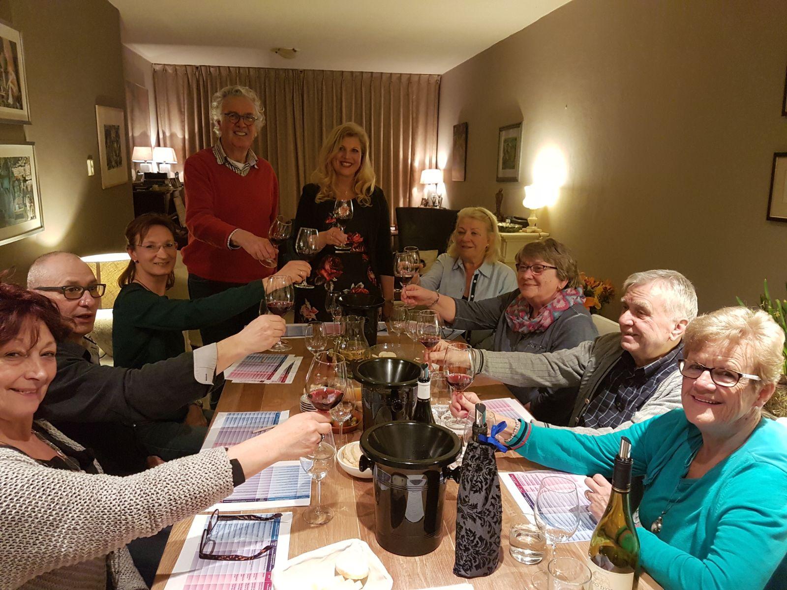 - Standaard wijnproeverij €19,95 p.p.*Wat is inbegrepen:6 verschillende glazen wijn uit mooie wijngebieden2 uur interactie met een goed opgeleide wijndeskundige op uw locatieKaas en stokbroodGlaswerk en proefformulierenDe grootte van de groep is minimaal 8 en maximaal 12 personen(indien meer personen, neem dan even contact op)Wanneer de groep kleiner is, wordt een basistarief gerekend* Buiten Breda komt er een kleine kilometervergoeding bij.