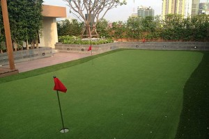 Villa-Asoke-bangkok-condo-mini-golf-300x200.jpg
