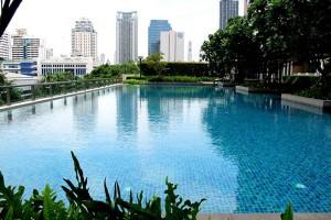 Villa-Asoke-bangkok-condo-swimming-300x200.jpg
