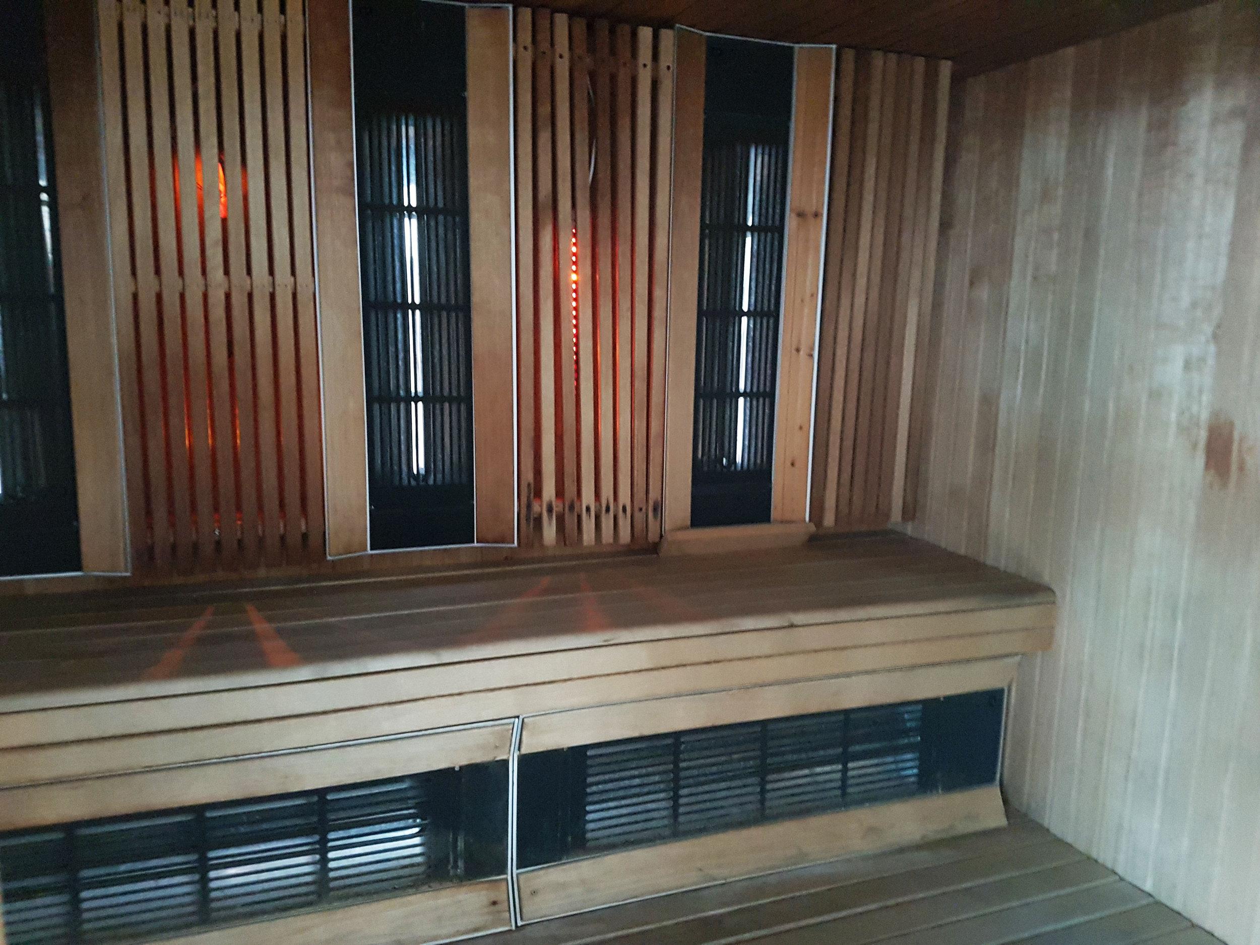 circlecondo36-19-sauna2.jpg