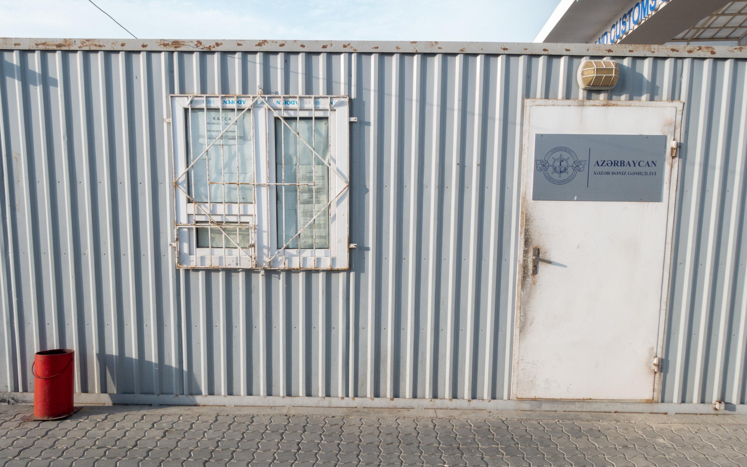 Ticket Office, Alat port