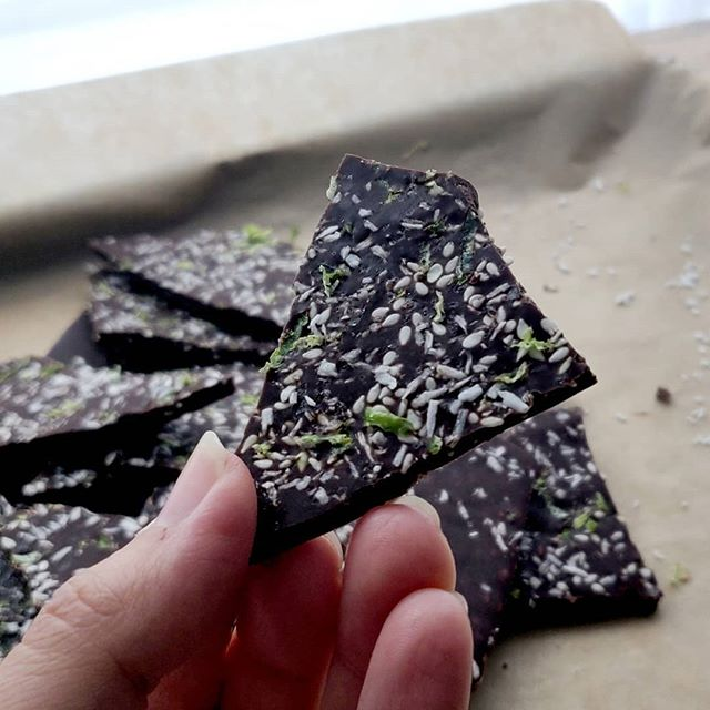 ✨New recipe! ✨ No-Bake Matcha Lime Sesame Chocolate Bark — my favourite recipe I've created so far, full of healthy fats & fibre, vegan, refined sugar free + super easy to make. The link in my profile is your gateway to delicious snacking!