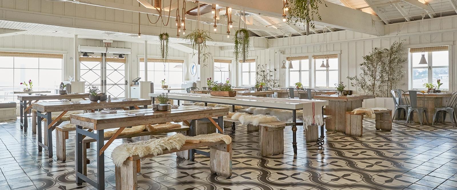 Malibu_Farm_restaurant_on_pier.jpg