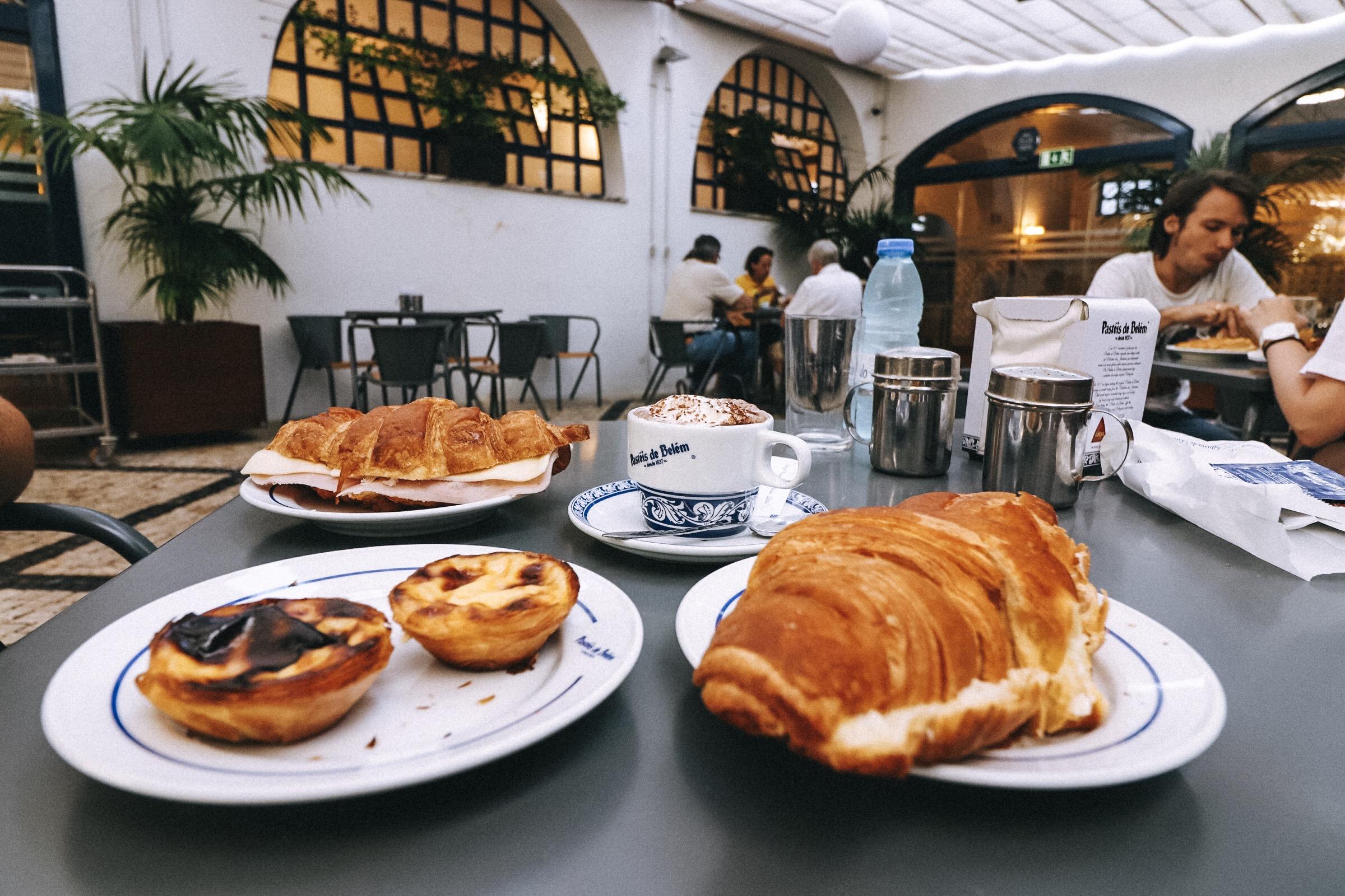 Pastel de Nato & Croissants