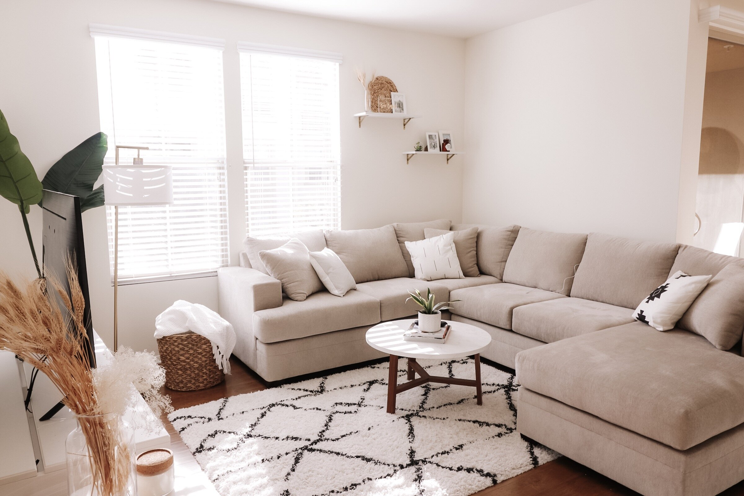 HOME DECOR: HOW TO DECORATE ON A BUDGET - Read More →