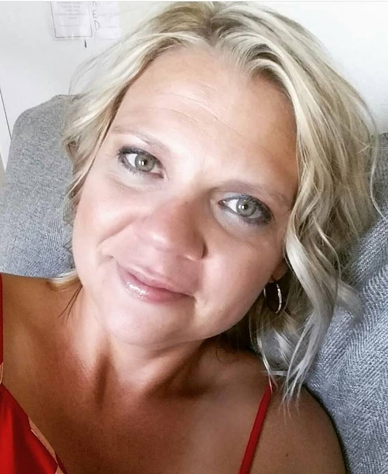 """Janelle, 38 - Mother of 2 Girls  """"These products are soooo good.I love the whole regime! One thing that I love is that with using Celavive,I feel so much more confident in my face.I love how it looks and feels,and I don't feel so uncomfortable and wanting to cover it up all the time."""""""
