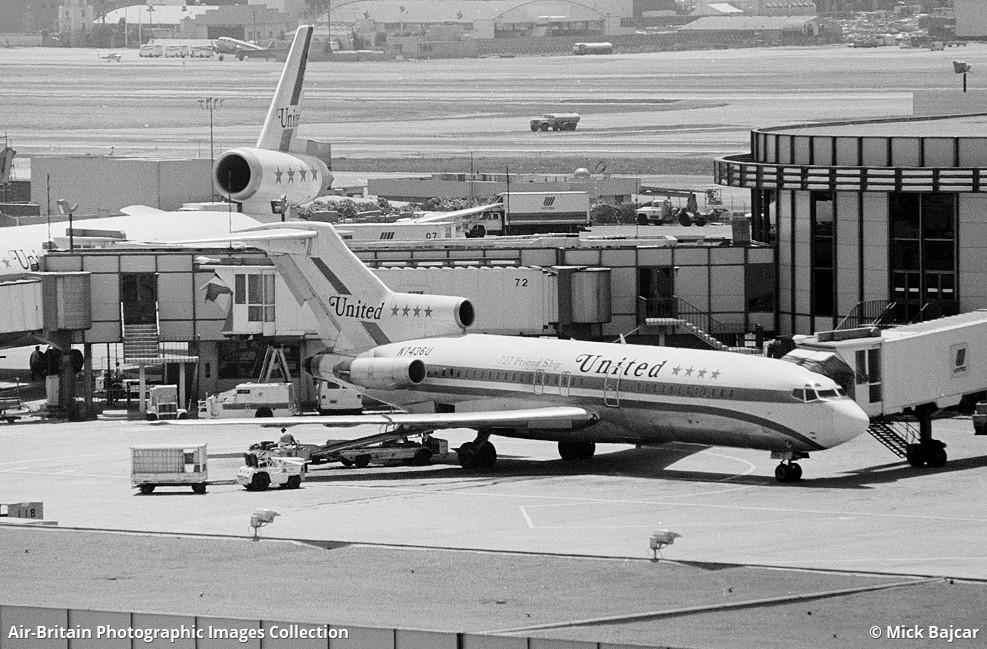 united airlines boeing 727.jpg