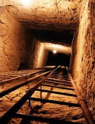 osiris shaft downward look.jpg