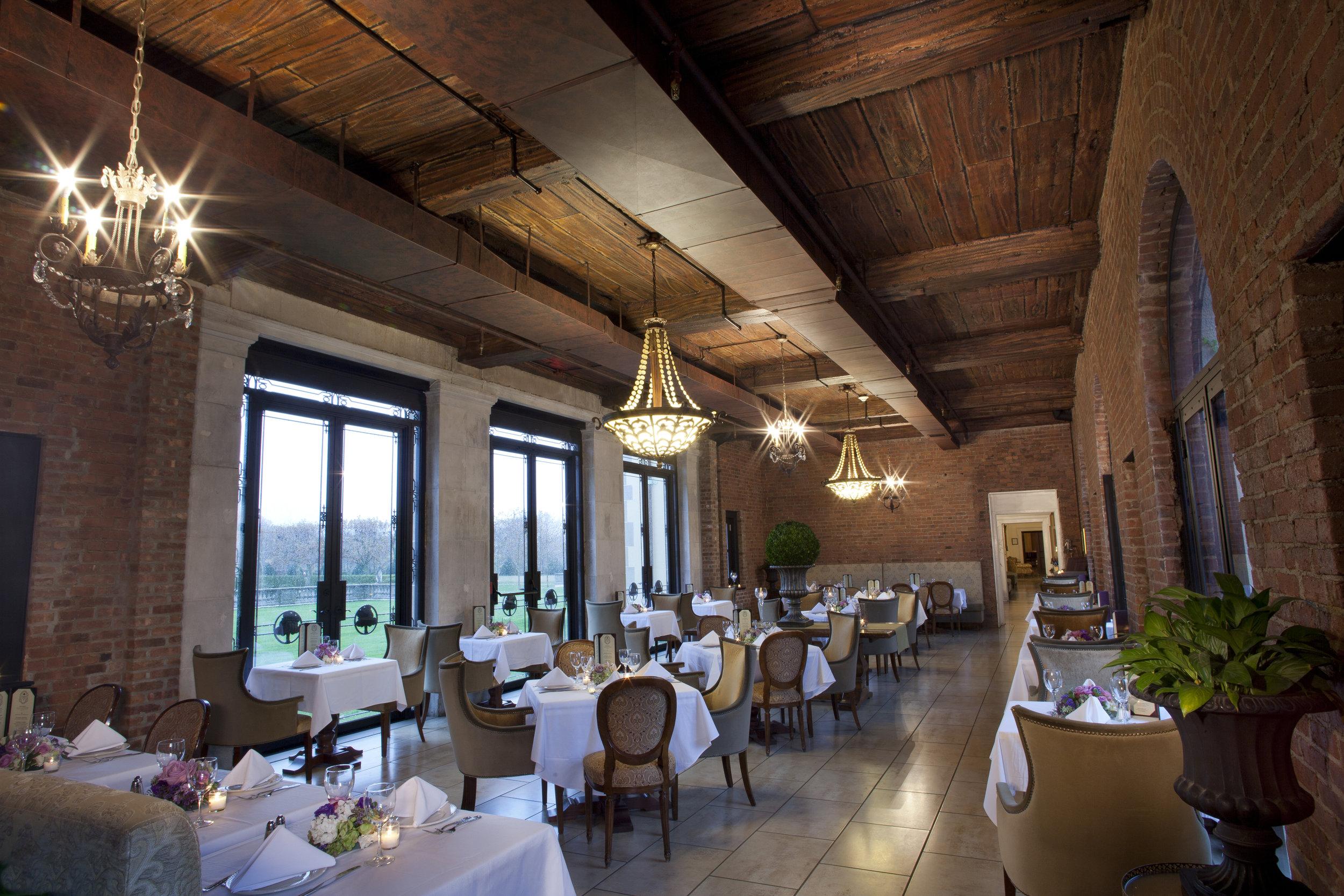 OHEKA Bar & Restaurant Dining Room_1_Brett Matthews Photography.jpg