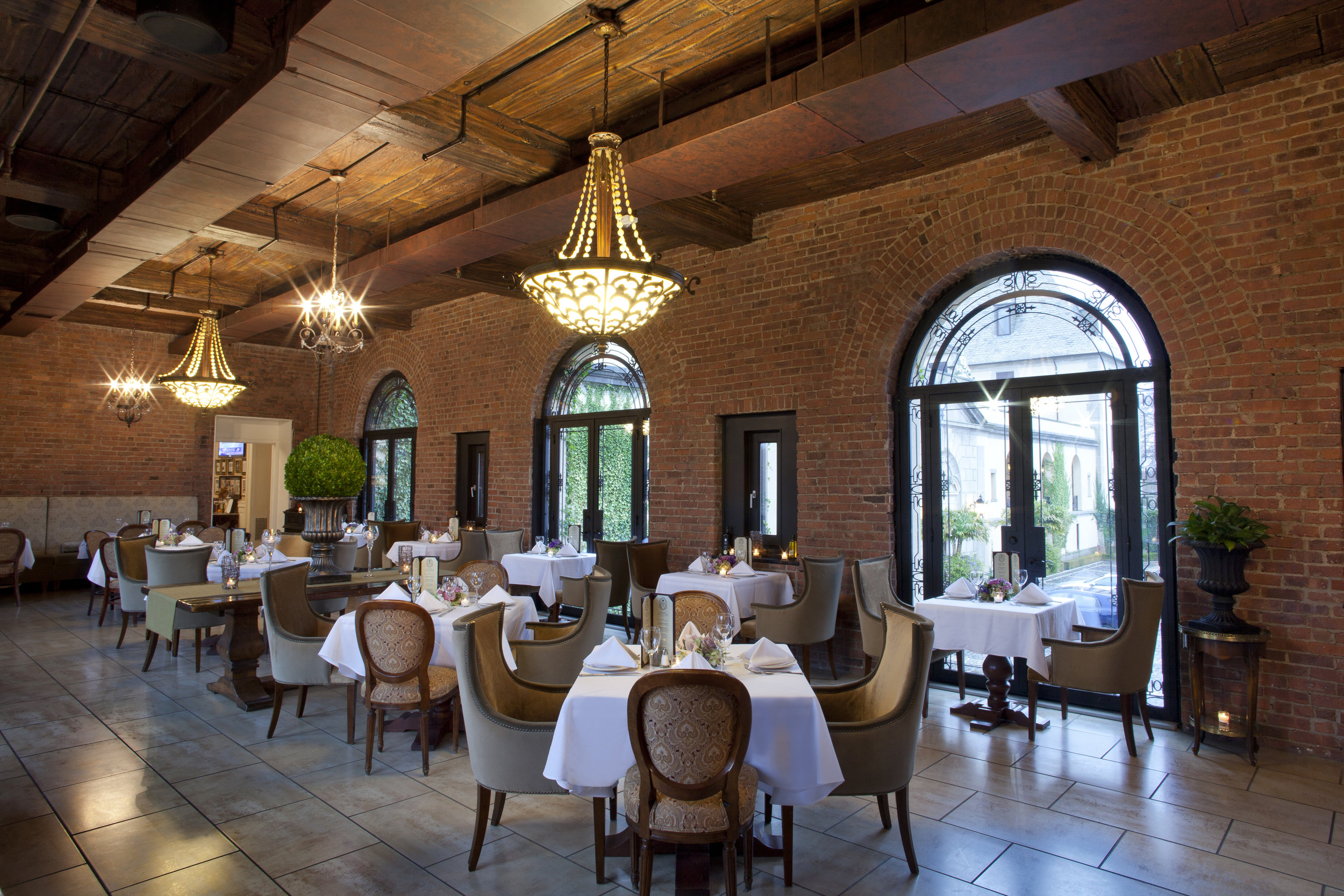 OHEKA Bar & Restaurant Dining Room_2_Brett Matthews Photography.jpg