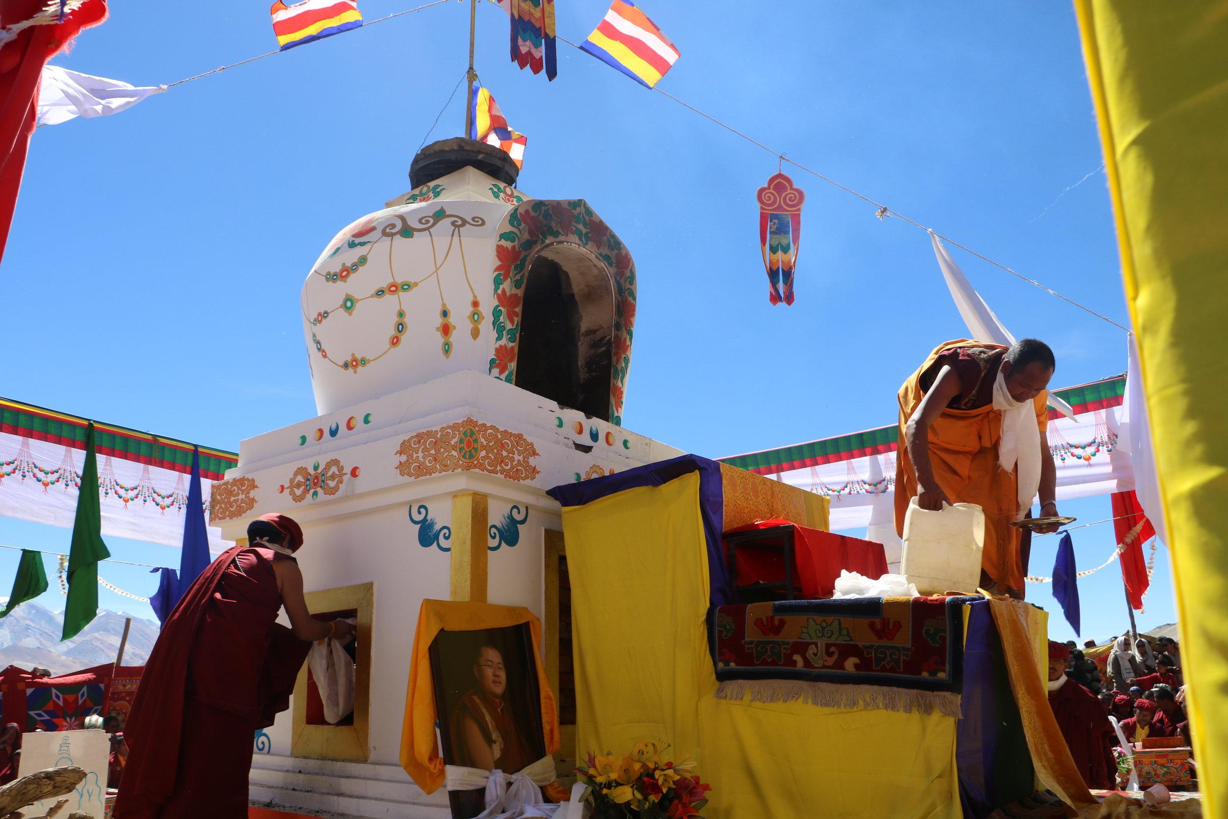 Jetsun Choekyi Gonpo presides over the cremation ceremony of Langna Tulku in Ladakh .JPG