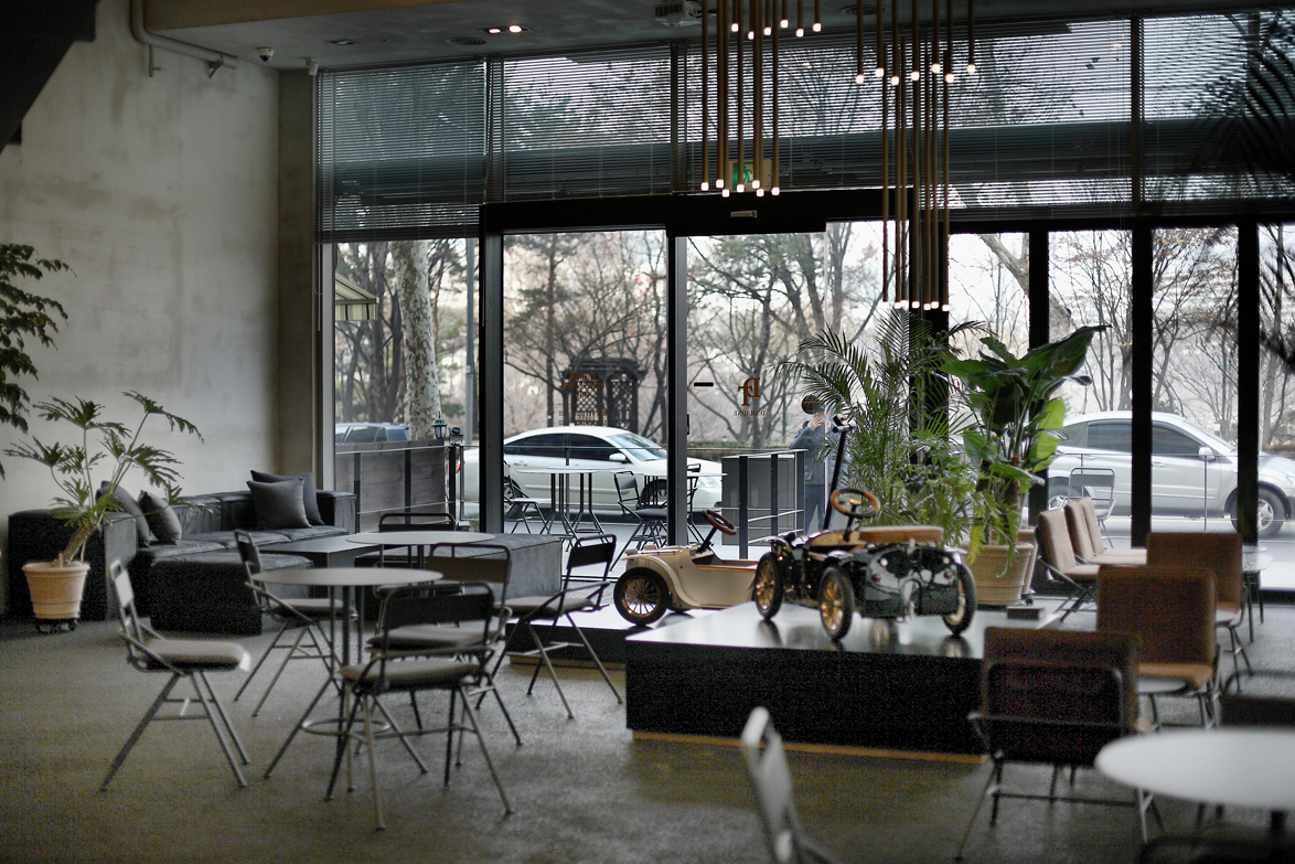dthrone cafe 04.jpg