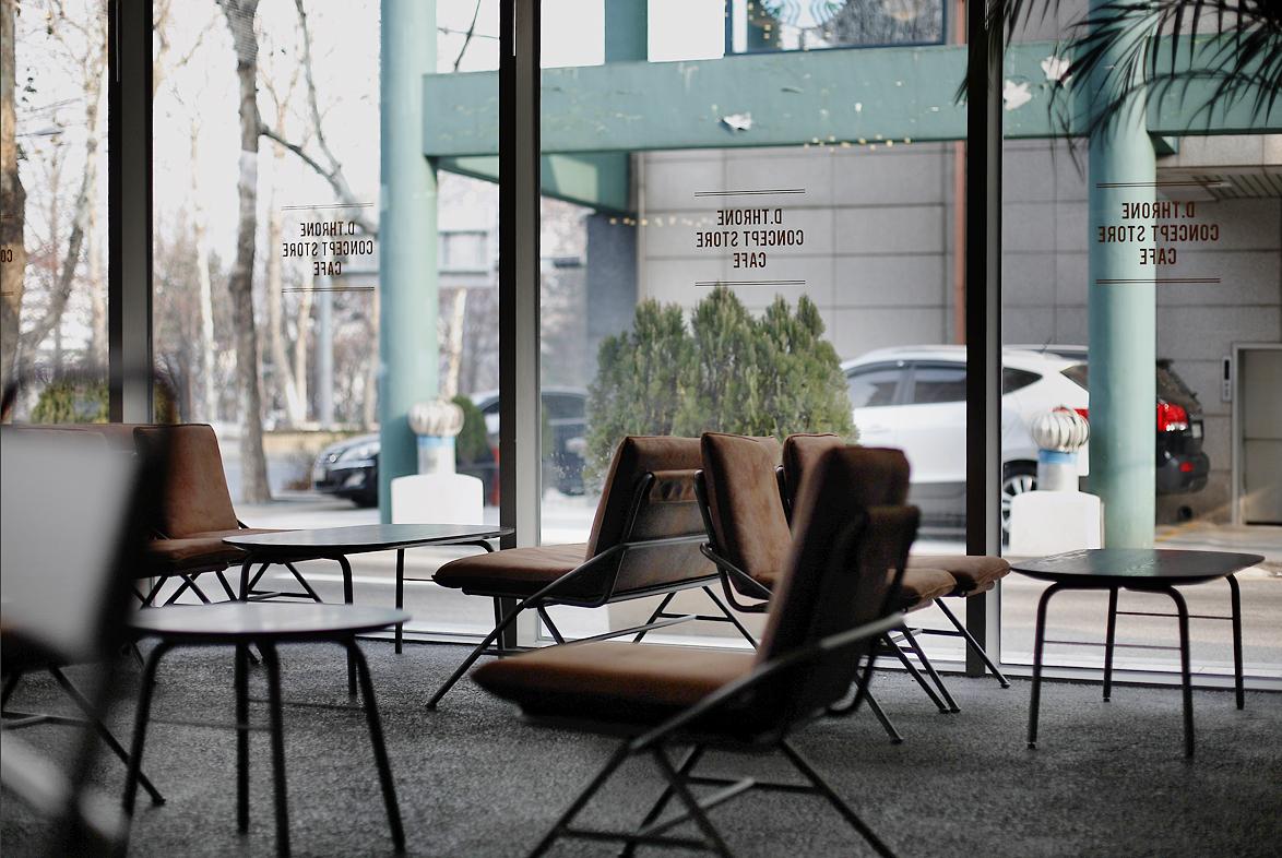 dthrone cafe 10.jpg