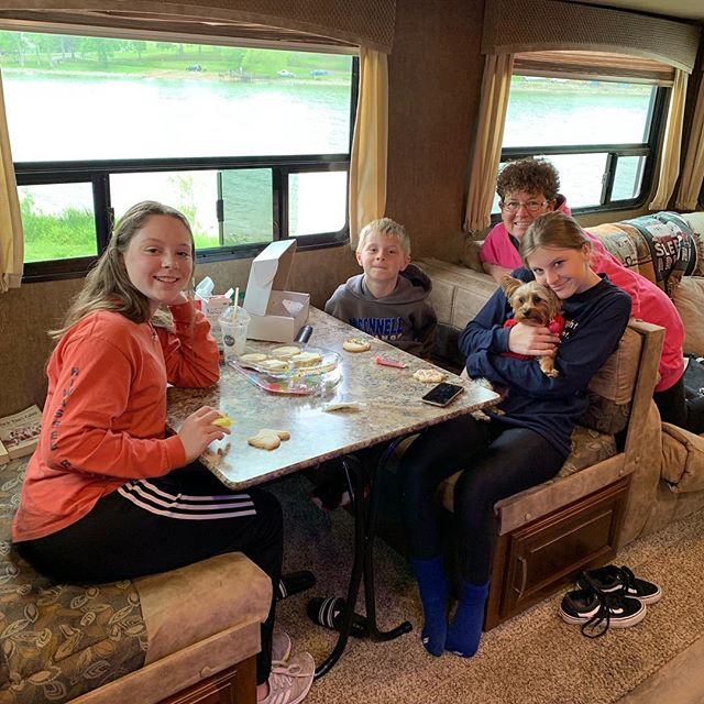 Easter egg cookie decorating on day 2 of drizzly rain!! . . #whitehouseontheroad #easterweekend #campingislife #weekendwarrior #campingrv