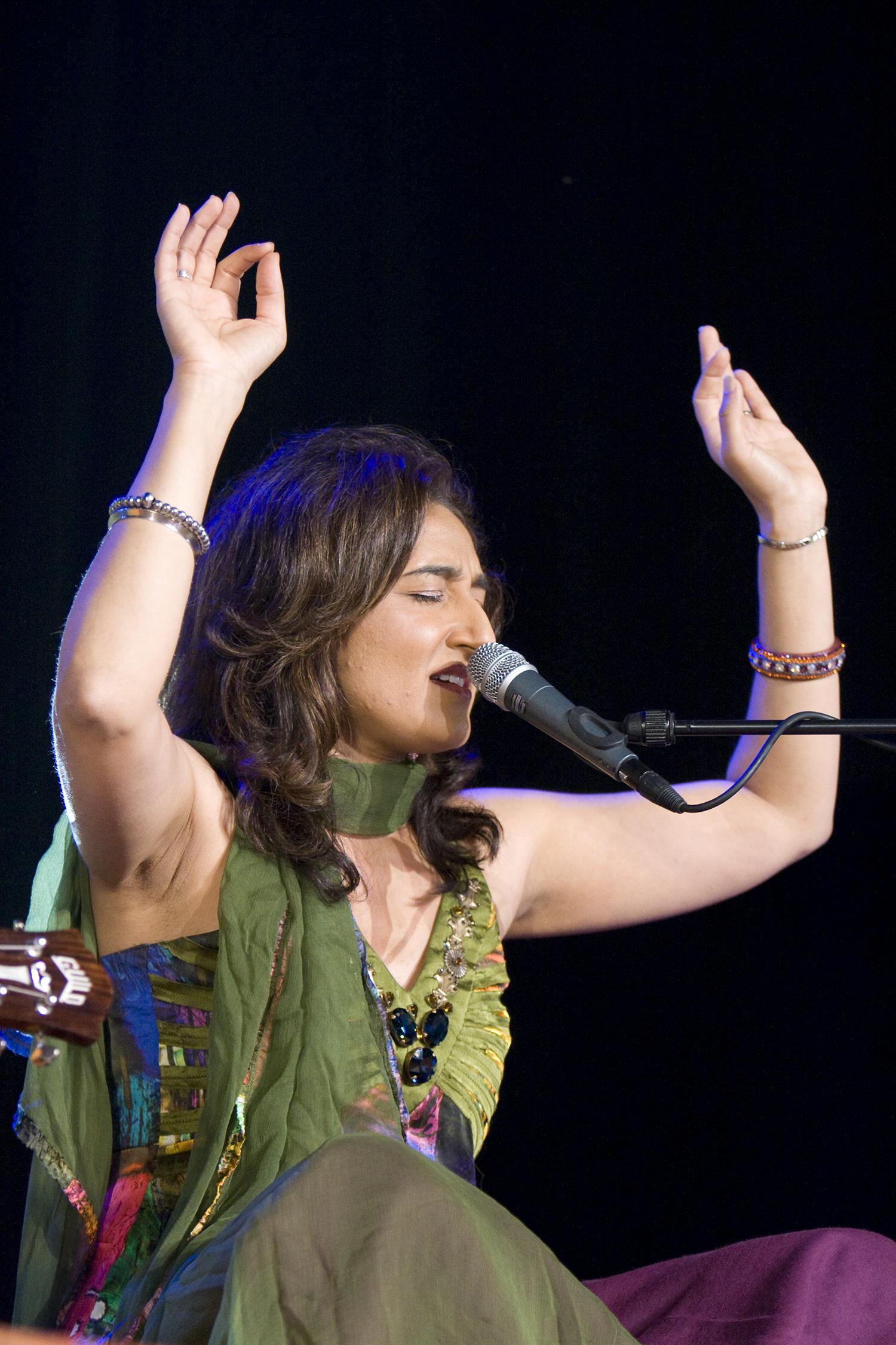 Kiran Ahulawalia, Paléo festival, 2009