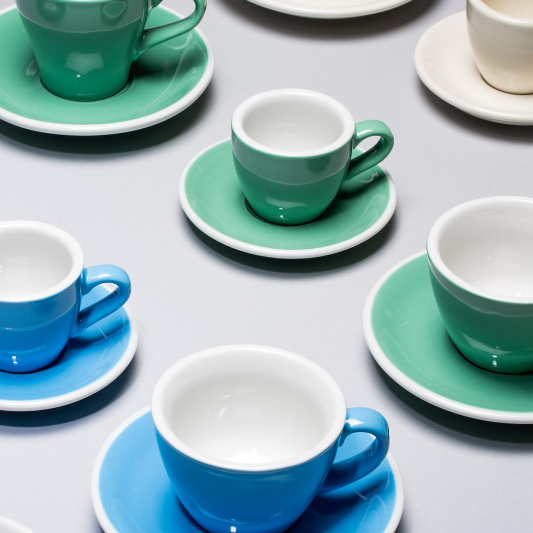 Brūvēšana un brūvrīki. - Lai kafija iegūtu vēl labāku garšu, mēs jums varam piedāvāt pašus modernākos un modīgākos brūvrīkus. Ja esat barista un vēlaties izpētīt arvien jaunus kafijas pagatavošanas veidus, piedāvājam lieliskus espresso pagatavošanas rīkus. Vislabāk kafiju izbaudīt no skaistiem traukiem - mēs iesakām ACME krūzītes.