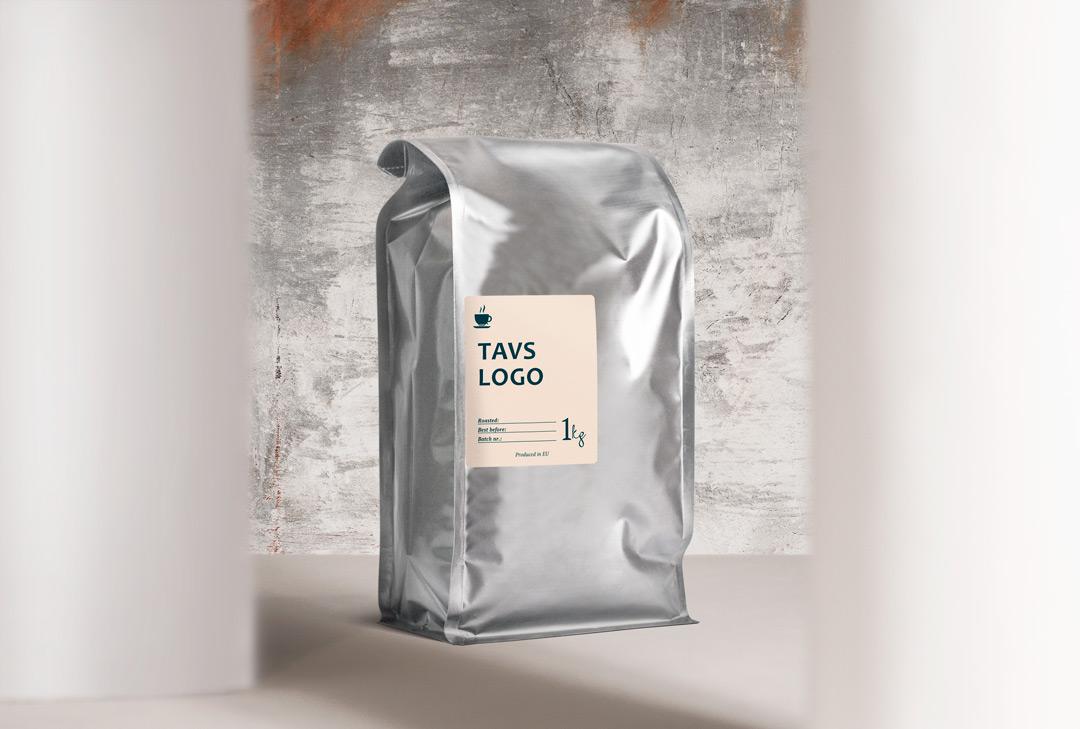 Līgumgrauzdēšana - Ja jūsu zīmolam ir liela auditorija vai arī tikai vēlaties uzsākt savu darbību, labprāt piekritīsim grauzdēt jūsu pašu kafiju. Ja vēlaties satriecošu sezonālo kafiju vai kādu īpašu maisījumu - mēs to atradīsim un izveidosim kopā! Mēs rūpējamies ne tikai par kafiju - mūsu pieredzējušo dizaineru komanda un mārketinga stratēģi palīdzēs ienākt kafijas tirgū ar vērienu. Viss, kas nepieciešams - pirmā tikšanās. Tās laikā varam vienoties par jums vēlamo cenu kategoriju, garšu un izvirzītajiem mērķiem.