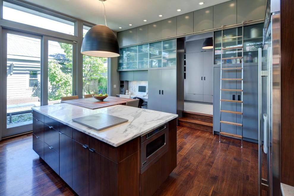BetterSlidingLadders-MWE_TelescopingLadder-Kitchen-WoodSteps.jpg