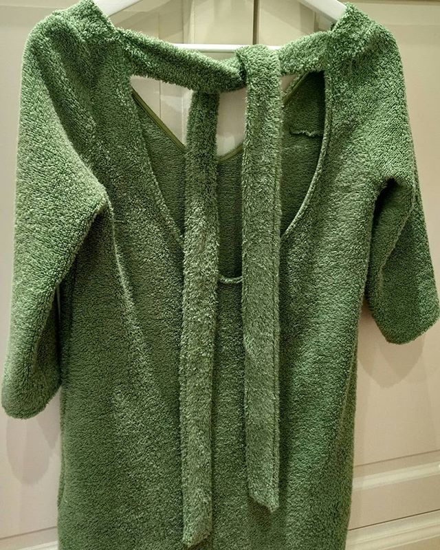 add a detail to your back ♥ #dress #dresses #terry #towel #bathrobe #bath #afterspa #afterswimming #afterbath #green #escape #escapeessentials #shortdress #resortwear #vacationwear #destinationwear #loungewear #fashion #fashiondesigner #lookoftheday #back #details #style #stylepost #greenismyfavoritecolor #akouris
