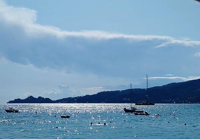 Sea please 💙 #holiday #sea #relax #chill #boat #sun #summer #resortwear #beachwear #destinationwear #fashion #akouris