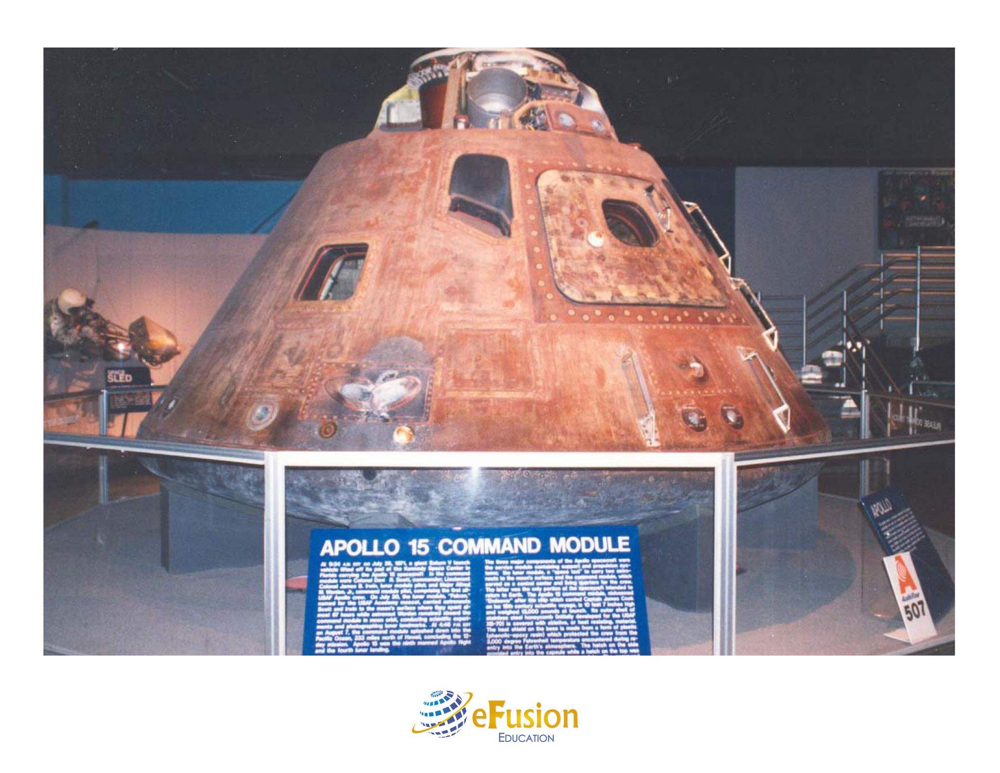 Em 30 de julho de 1971, a missão Apollo 15 pousou na Lua, onde bateu o recorde de permanecer na superfície lunar por 145 horas. Essa expedição marcou o quarto pouso do homem na Lua do programa Apollo. Os astronautas trouxeram a Pedra do Gênesis, uma rocha lunar formada nos estágios iniciais do nascimento do sistema Solar, aproximadamente quatro bilhões de anos atrás.