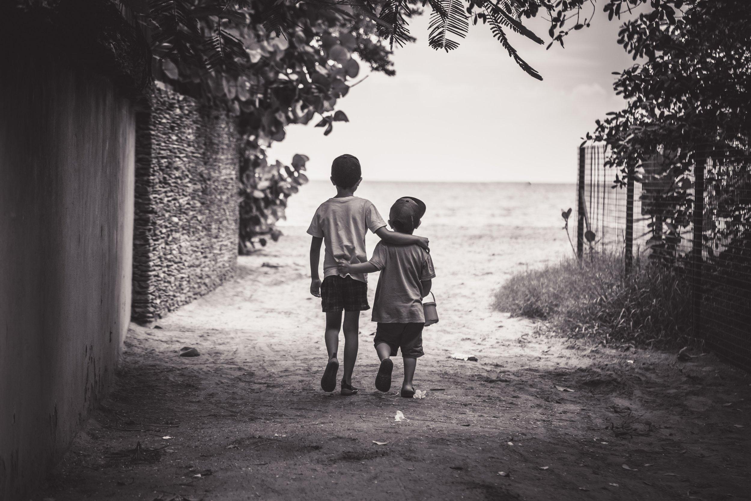 Fundacion Niños Con Alas, Uruguay - Cette Fondation aide 2000 enfants. Elle a 5 collèges situés dans des zones à hauts risques pour donner ainsi aux enfants l'opportunité de faire des études.Plusieurs enfants ont des bourses d'étude comme pour ceux qui ont le syndrome de Down, l'Espina Bifide, l'épilepsie qui leur donne un retard sévère ainsi que pour les enfants autistes…