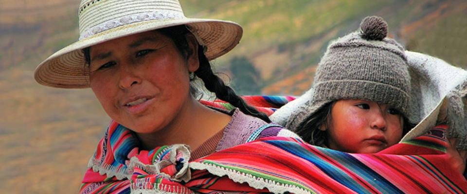 Circo Infantil, Bolivie - 2009 - Le Centre Interculturel « CIRCO INFANTIL » est un centre d'attention intégrale qui vise à porteret à former les enfants et adolescents travailleurs migrants et habitants des quartiers marginaux de Sucre. Ce projet est né d'un constat: beaucoup d'enfants et d'adolescents migrent, avec ou sans leur famille, de la campagne vers la périphérie de la ville de Sucre.