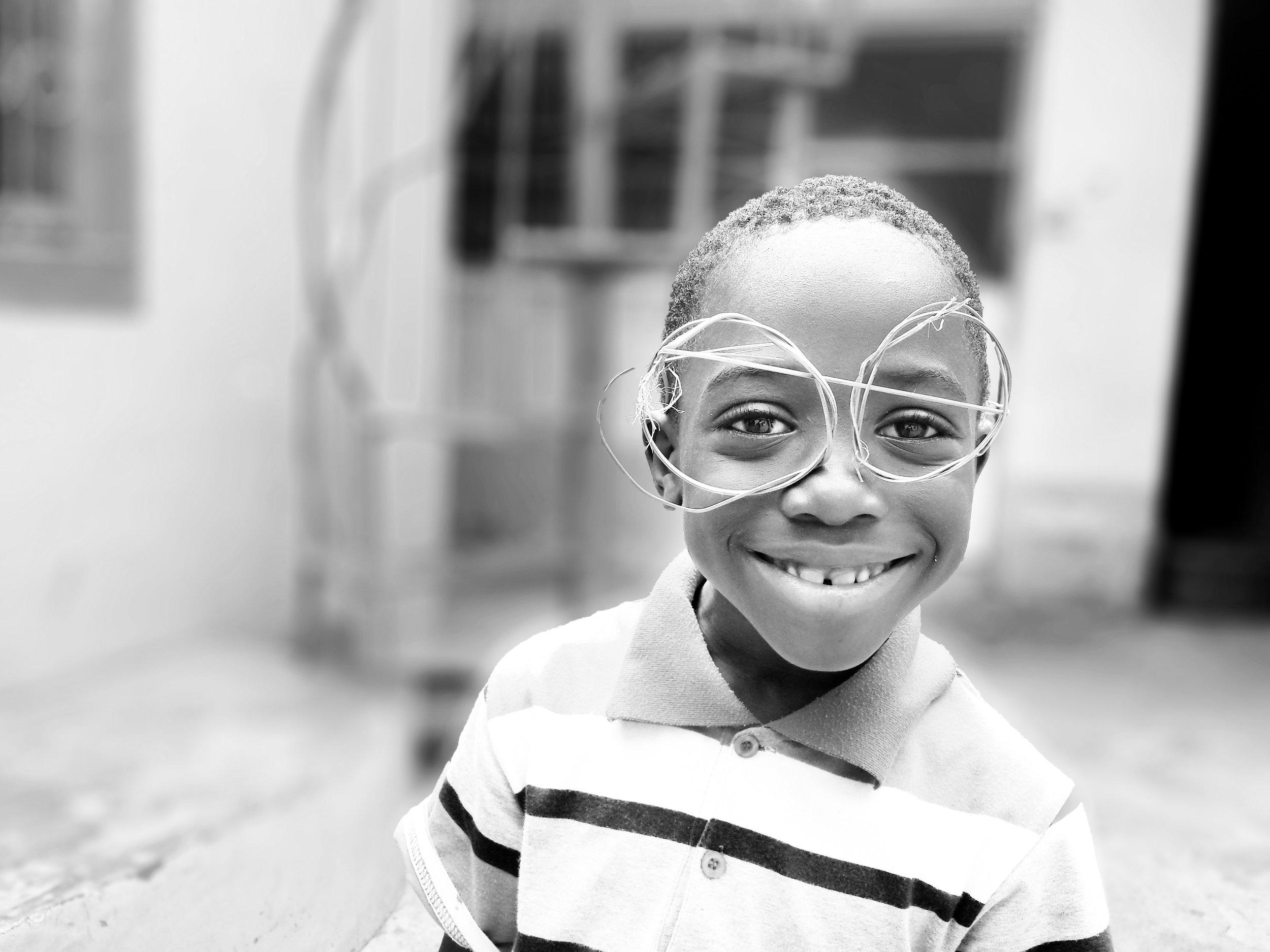 Fundación Fundesesaro République Dominicaine - Une fondation pour la formation, la préparation et l'éducation des enfants et des jeunes les plus défavorisés de la vile de Santiago Rodriguez. Le but est de les osrtir du cercle vicieux de la pauvreté p ;our qu'ils puissent avancer dans la vie avec dignité et leur permettre avec l'achat d'ordinateurs et de tablettes, l'accès aux technologies d'information et de communication actuelles.