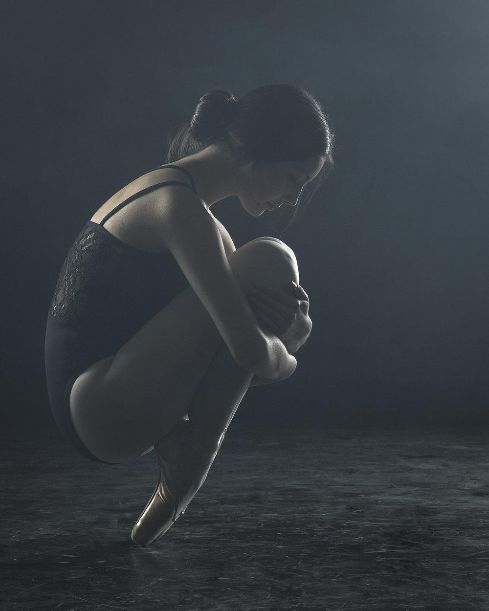 ballerina-crouching-en-pointe.jpg