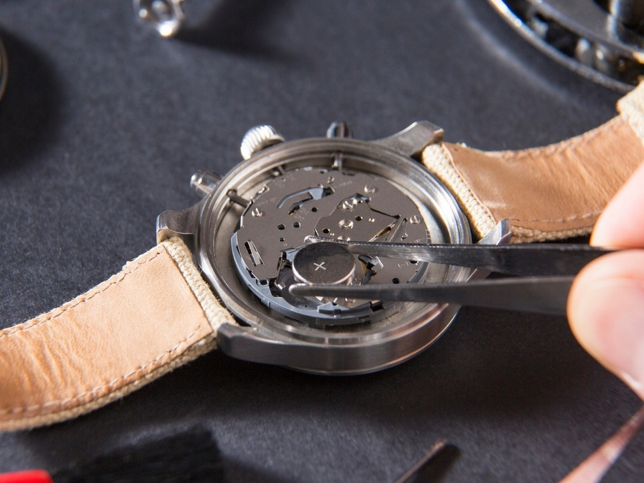 Watch battery replacement and reseal - Affordable battery replacement service whilst you wait. Our expert watch technicians are able to change batteries of any watch brand. Starting from £14.95