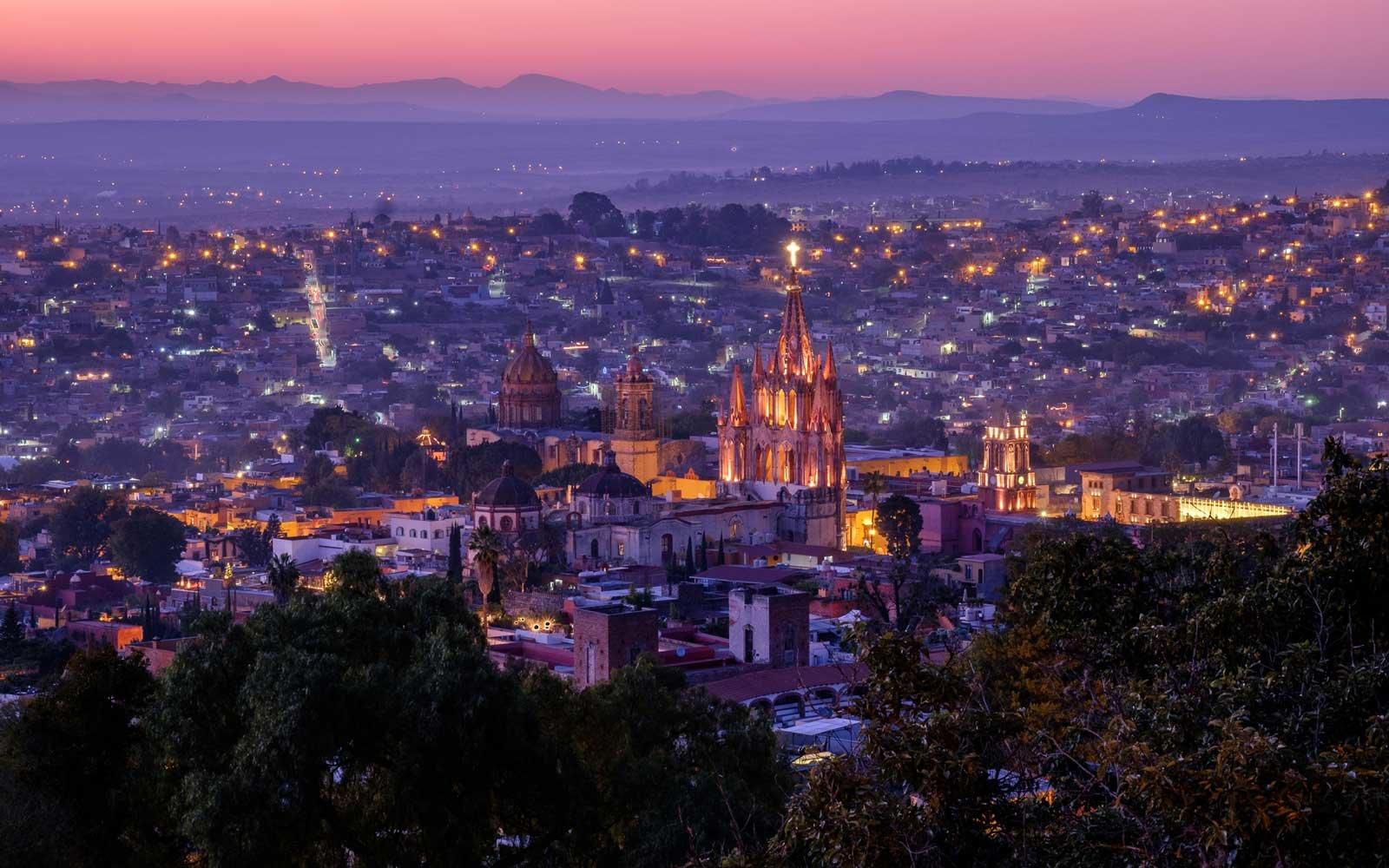 night-city-view-san-miguel-de-allende-ALLENDE0717.jpg