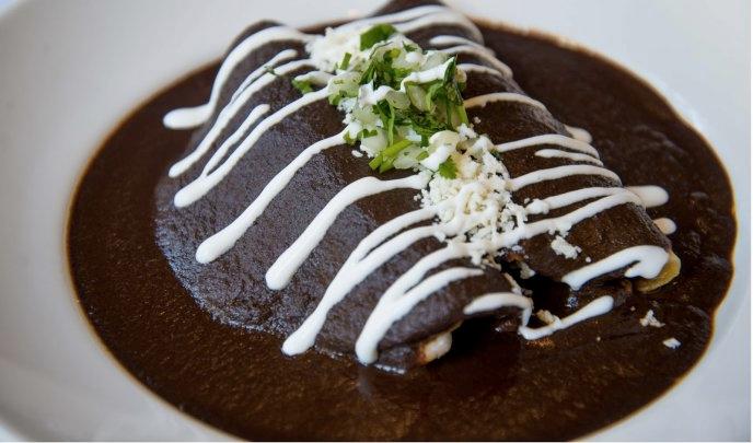 Enchiladas de Mole con Pollo.png