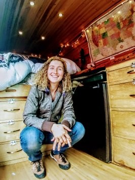 One Chick Travels - Kaya is a rock climber, a writer, an inspirational Youtube guide, and a seasoned traveler of hearts, landscapes and minds! We talked solo-female travel, Vanlife, rock climbing, freelance work on the road, and doing it yourself! Also, this one was guest hosted by our sweet niece, Corrine Couch!