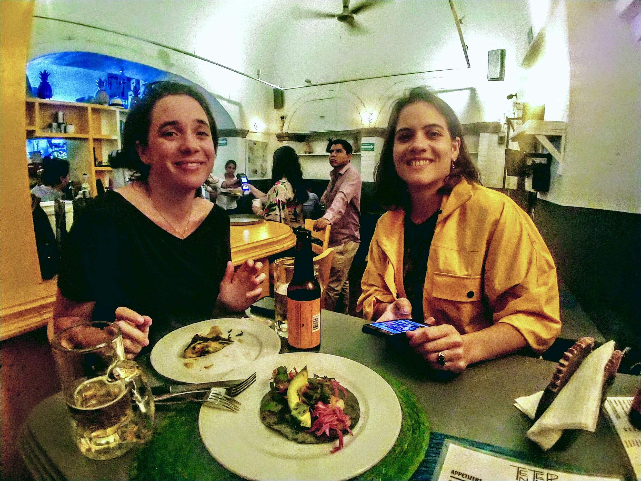 Paula & Julia @ Ten Ten Pie, El Centro - San Miguel De Allende