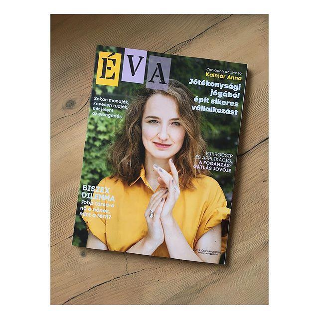 Tinikorom óta vártam, hogy betöltsem a 25-öt és jelentkezhessek címlaplánynak az @evamagazin -nál. 😃 Még egy fél évet várhattam volna, erre a mostani számhoz én fotózhattam az @adnijoga csodás alapítóját, Annát. Ez így még nagyobb öröm-bódottág. ☺️ 💛 🎉  Külön köszi @mattivarga a segítséget!!! 💛