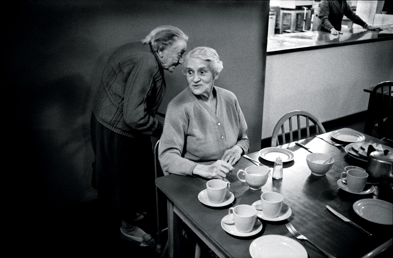 089 a moment of gossip .jpg