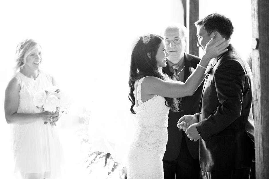 langley-farm-bourbon-wedding-spring-cream-bride-woodford-733