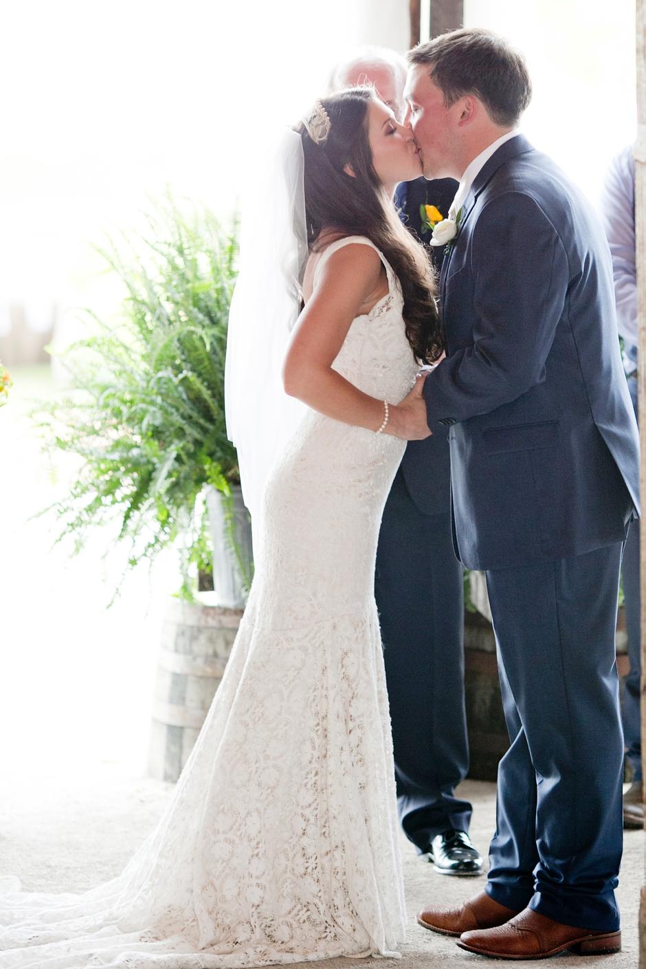 langley-farm-bourbon-wedding-spring-cream-bride-woodford-734