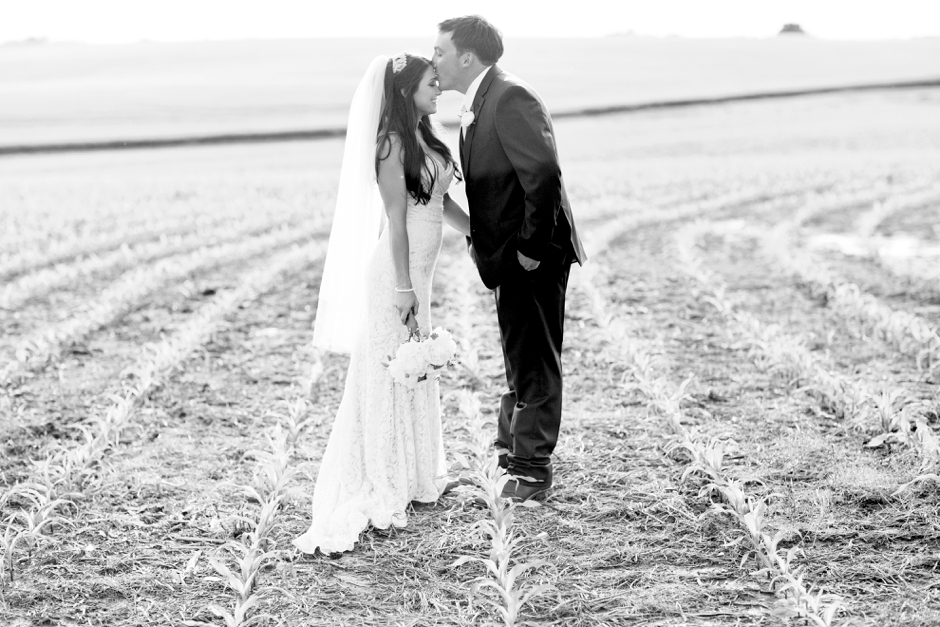 langley-farm-bourbon-wedding-spring-cream-bride-woodford-745