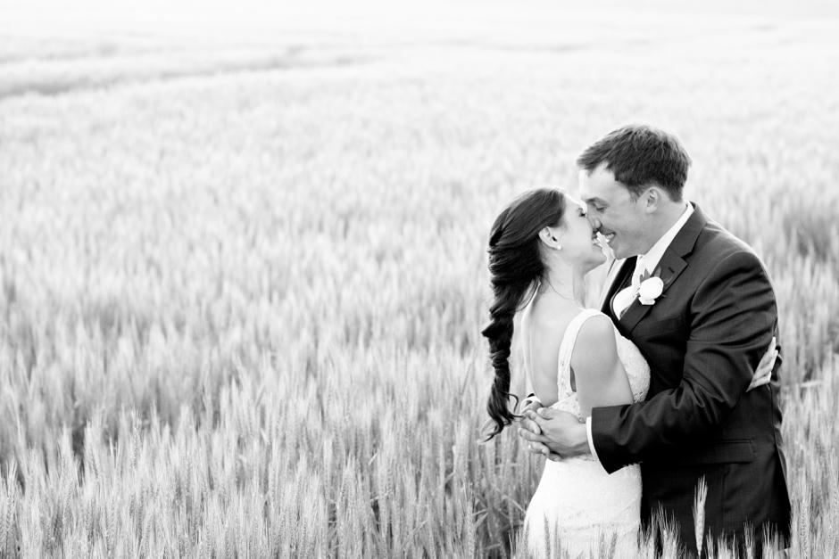 langley-farm-bourbon-wedding-spring-cream-bride-woodford-760