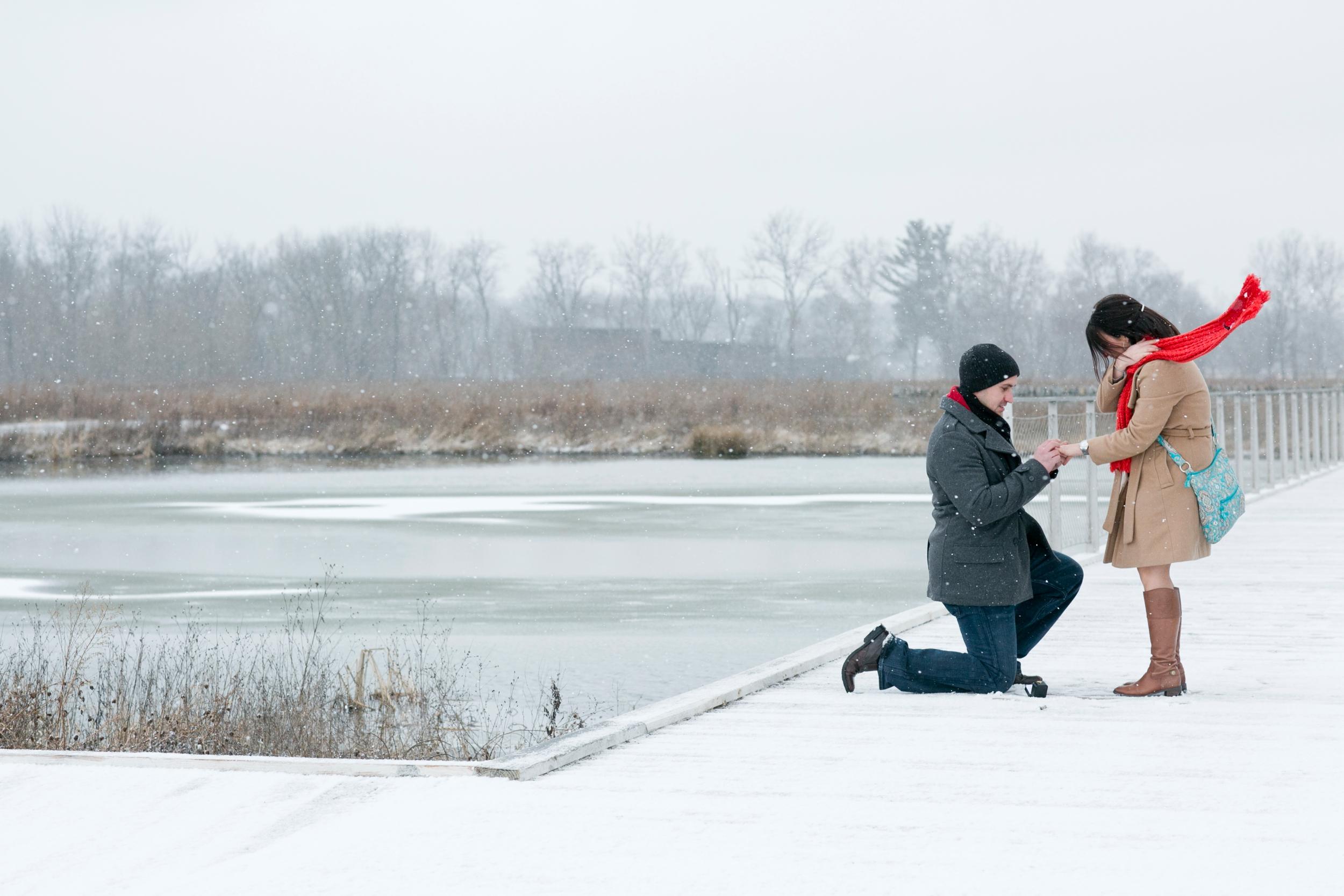 17-louisville-snow-engagement-picture.jpg