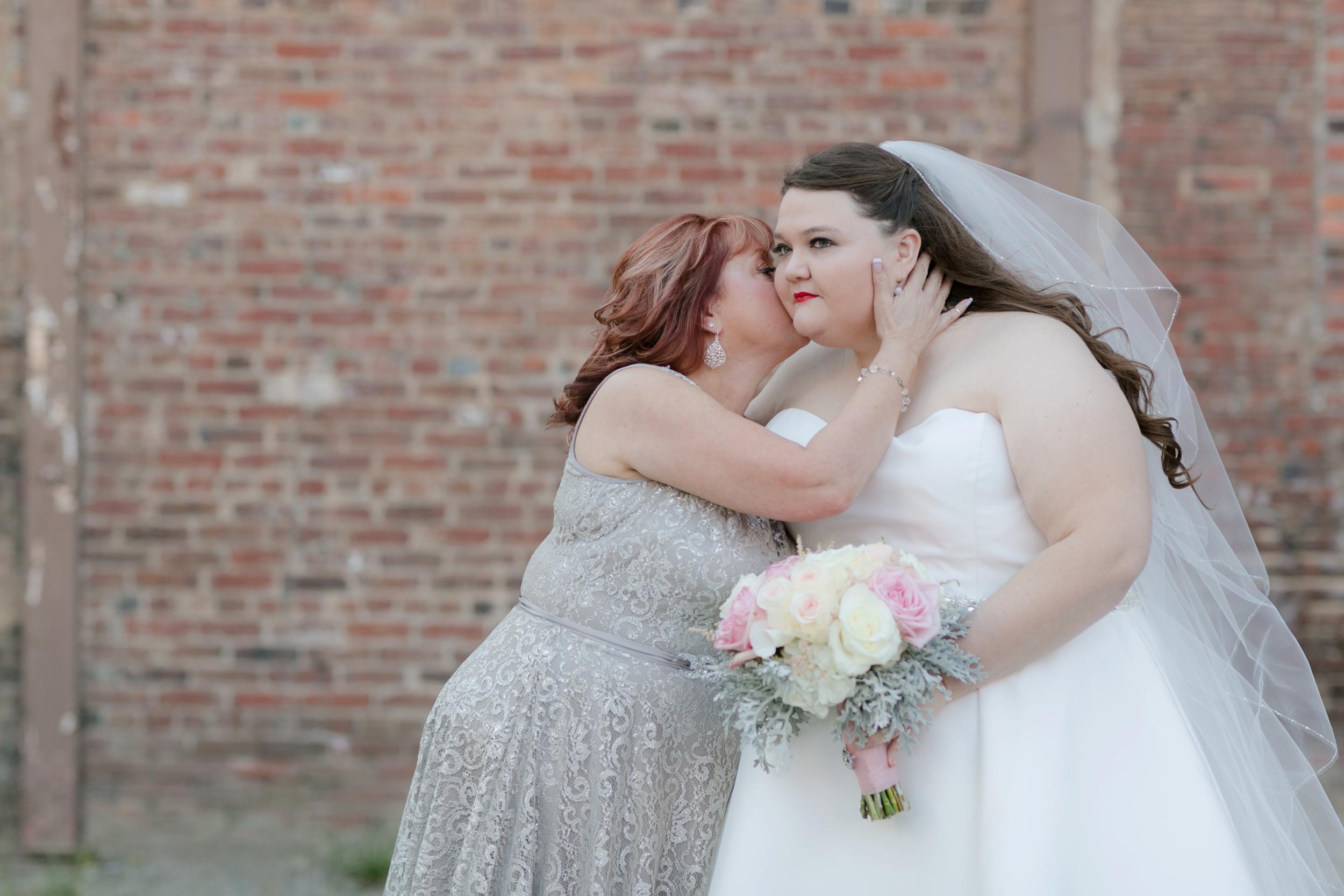 55-fall-wedding-mother-daughter-moment.JPG
