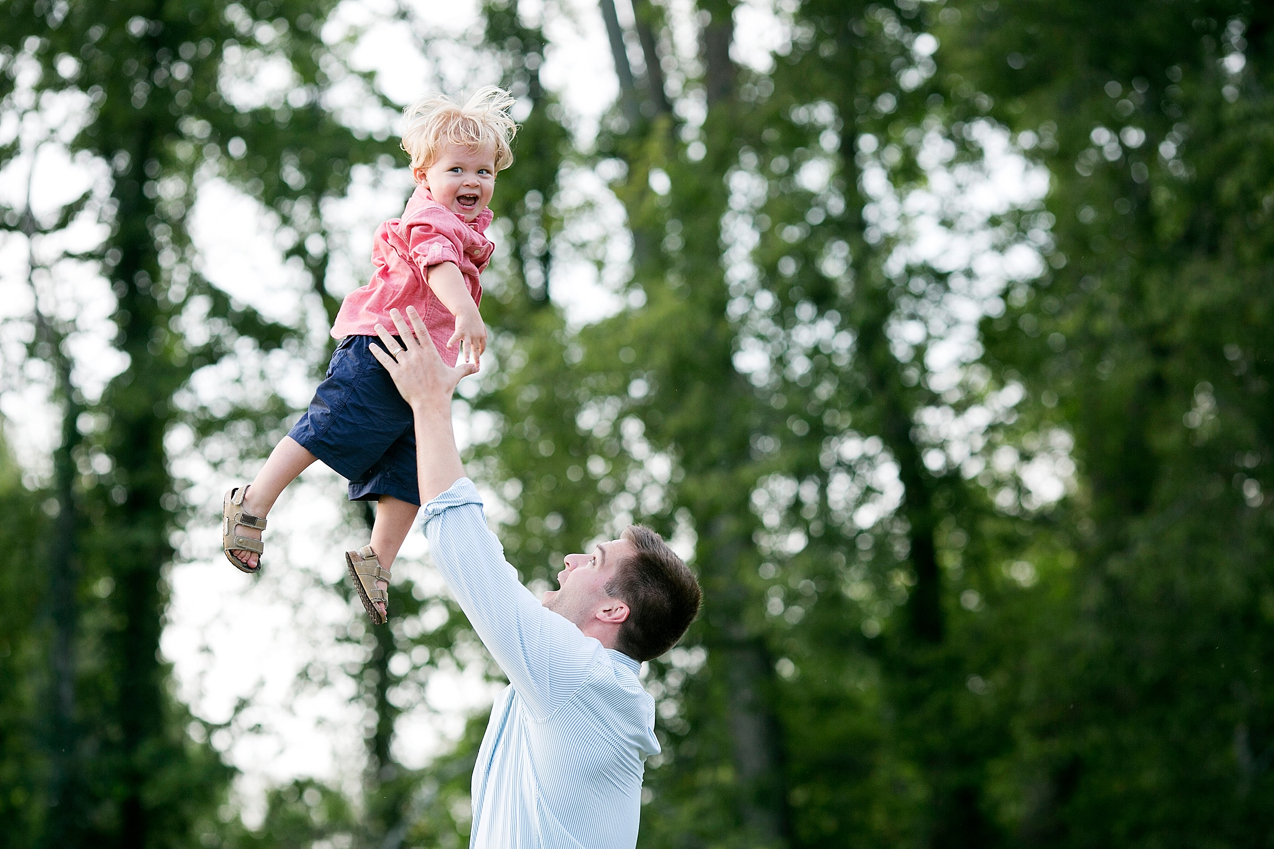 17-dad-throwing-son-family-picture-kentucky.jpg