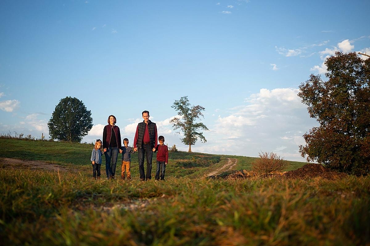 kentucky-family-farm-photos-in-the-creek-024.JPG