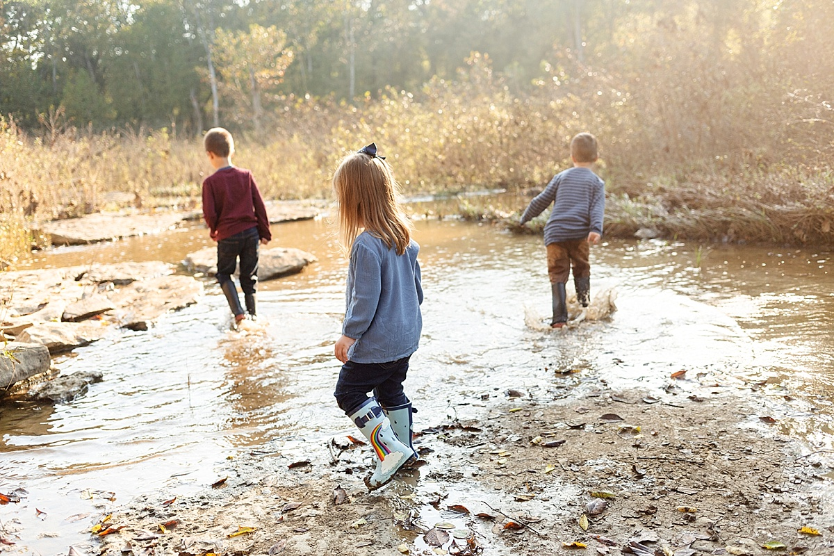 kentucky-family-farm-photos-in-the-creek-041.JPG